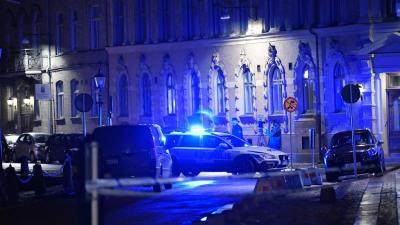 A police car with its blue light is parked outside the synagogue in Gothenburg on a Saturday evening.